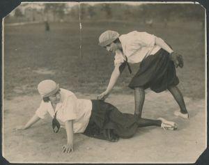 New York Female Giants duo.