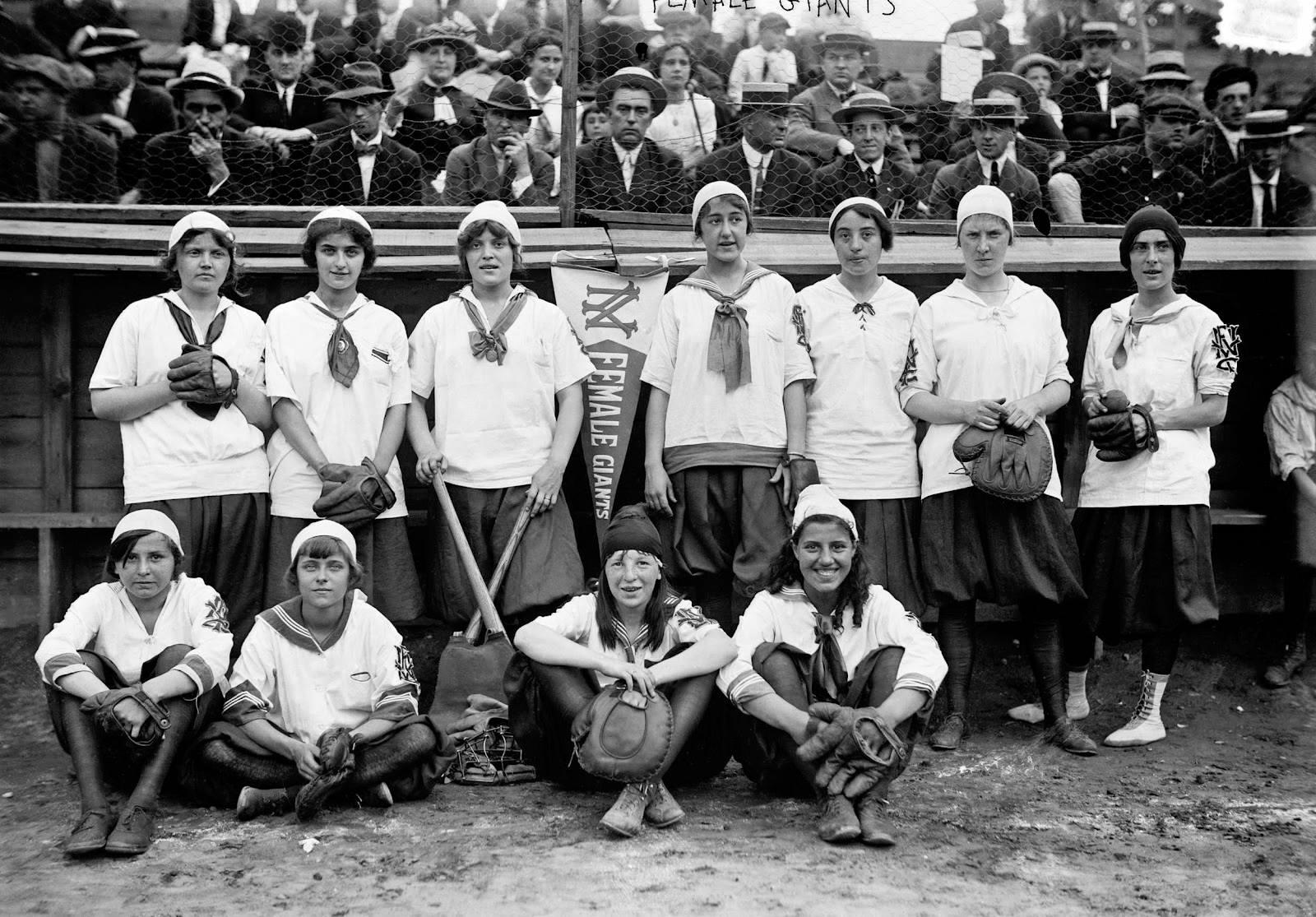 http://mlblogsourgame.files.wordpress.com/2014/03/new-york-female-giants-1913.jpg