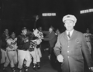 Aaron's homer wins the 1957 pennant.