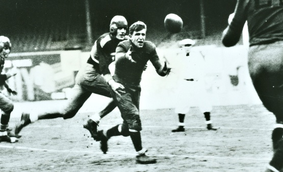The famous Bill Hewitt lateral, 1933 NFL Championship.
