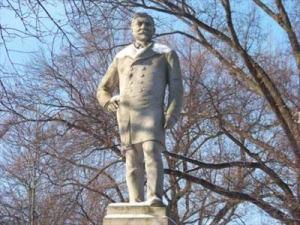 Chris Von Der Ahe mortuary statue