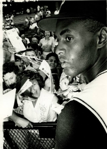 Roberto Clemente with fans_a